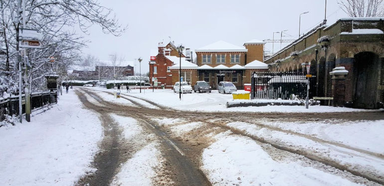Snow at Berkhamsted railway station