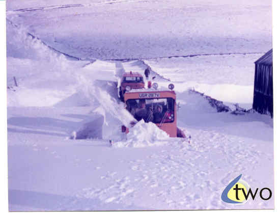 Winter 1978/79 snowplough in action - pic 2