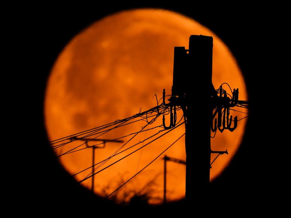 Full moon Sheffied, south yorkshire,uk, sent by johnomalley007