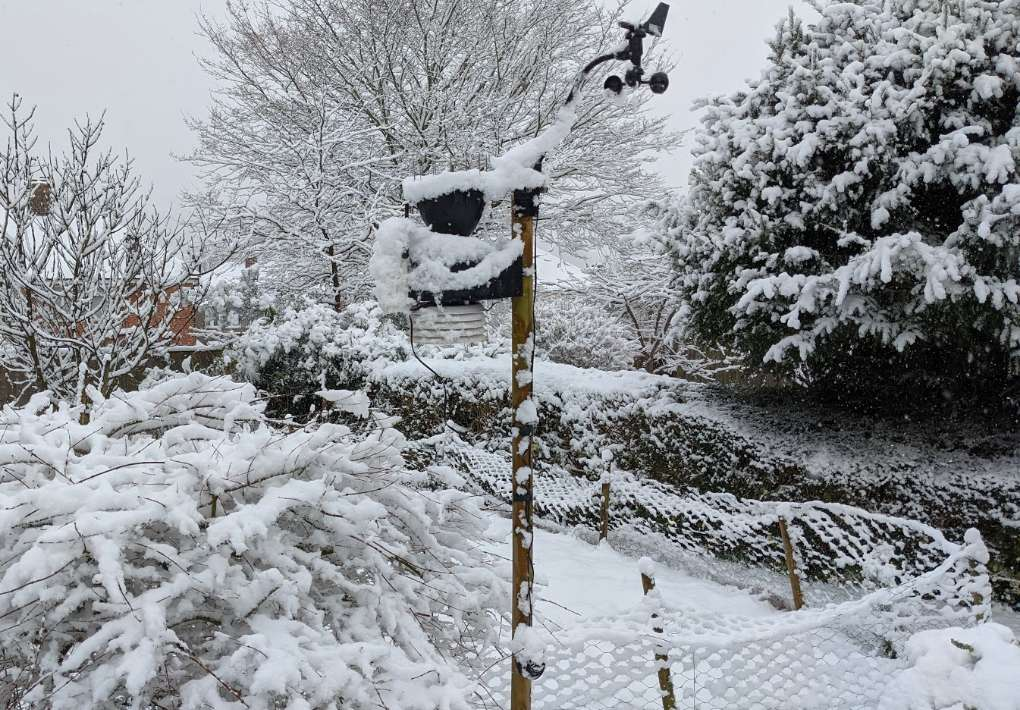 Level snow depth approx 7cm at midday Berkhamsted, Hers,, sent by brian gaze