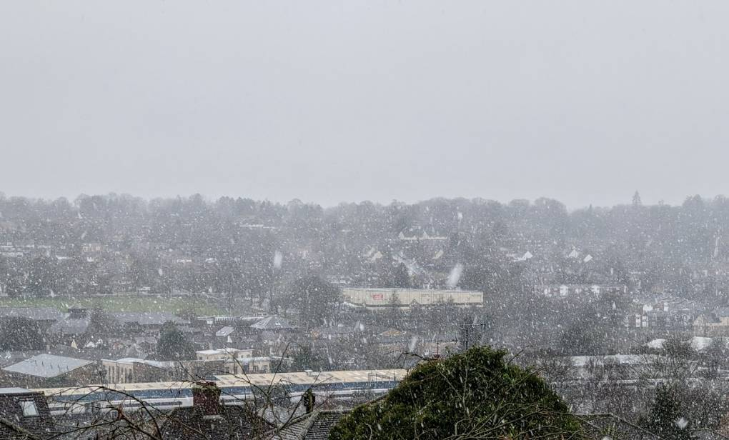 Heavy snow falling on wet ground Berkhamsted, Herts,, sent by brian gaze