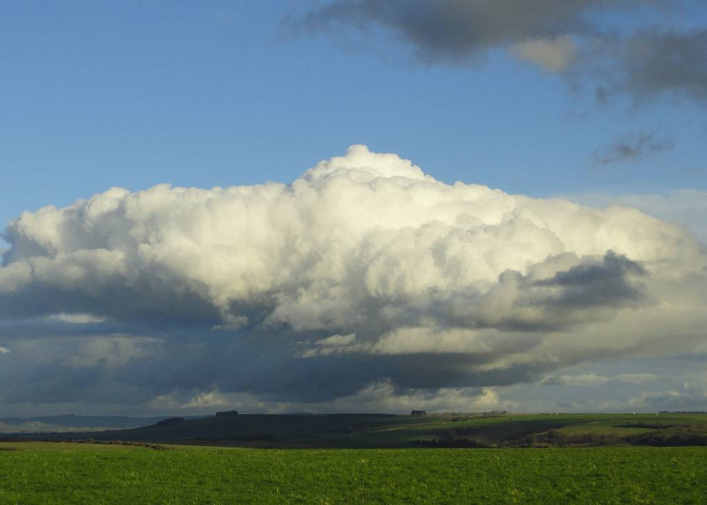 Looking North from Salisbury Plain, passing cloud driven by Westerly, 3 Jan '16 Trowbridge, Wilts,UK, sent by slowoldgit